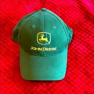 🎄John Deere hat. Like new. Never been worn